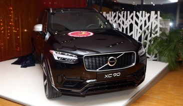 Санта Лусия с Volvo XC 90 R-Design Plug-in Hybrid, S/V 60 Cross Country